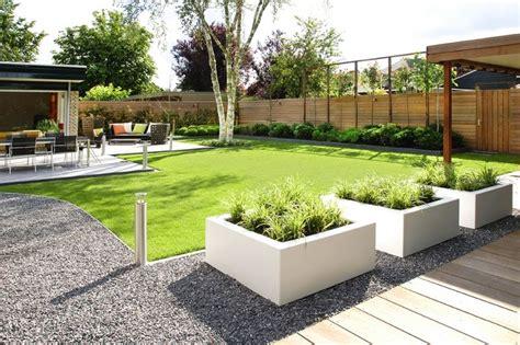 strakke tuin plantenbakken mooie strakke witte plantenbakken leuk in combinatie met