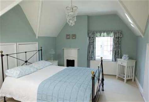 Impressionnant Couleur Chambre Adulte Zen #5: peinture-chambre-bleu-pastel-et-blanc-pour-deco-apaisante.jpg