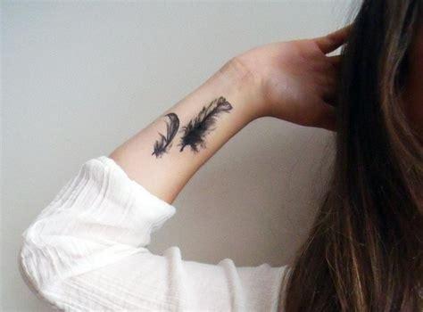 henna tattoo handgelenk zwei feder am handgelenk innen stechen lassen