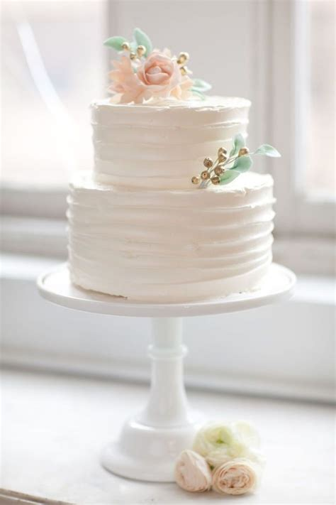 how to make a two tier wedding cake 25 best ideas about two tier cake on 2 tier