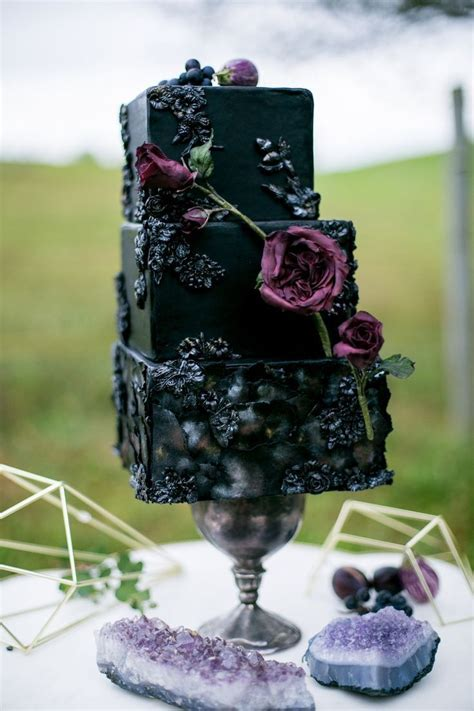 Best 25  Black wedding cakes ideas on Pinterest   Unique