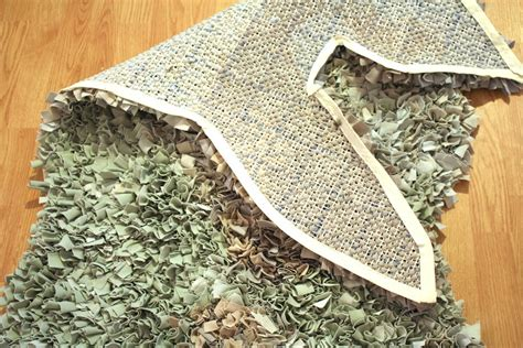 How To Bind A Latch Hook Rug by Diy Shag Rug Says Rawr Part 2 Of 2 Merrypad