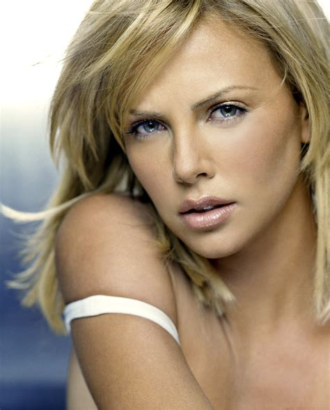 Charlize Therons White Poofy Number by Charlize Theron Photo 280 Of 2628 Pics Wallpaper Photo