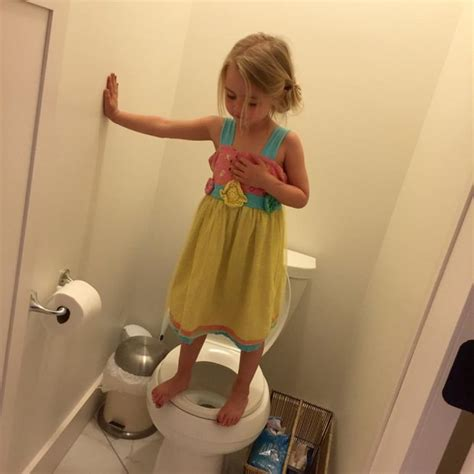 mom bathroom mom takes photo of girl in bathroom horrified to see what