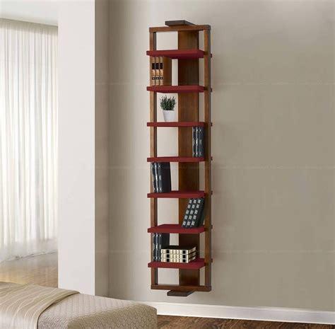 Полка для книг над компьютерным столом фото
