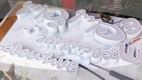 Pembuatan Huruf Acrylic jasa pembuatan huruf timbul acrylic di medan creo house