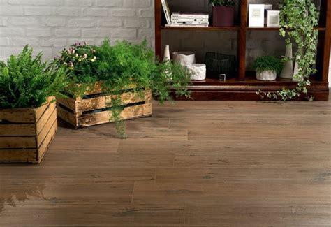 pavimento da esterno effetto legno tipologie di ceramica effetto legno pavimentazioni
