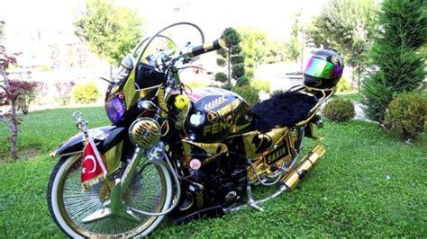 cocukluk hayali modifiyeli motosikletine goezue gibi bakiyor