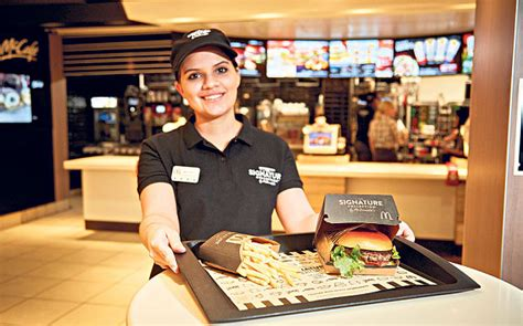 Backyard Burger Employee Benefits 15 Secrets A Fast Food Employee Is Never Going To Tell You