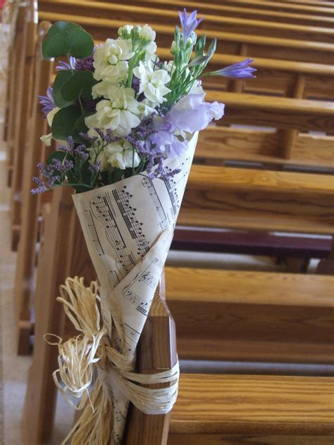 great idea for pew ends in church or to present flowers to