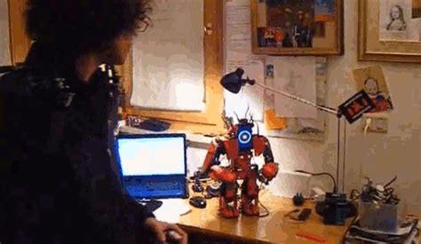 film avec exosquelette cet exosquelette est capable de contr 244 ler un robot