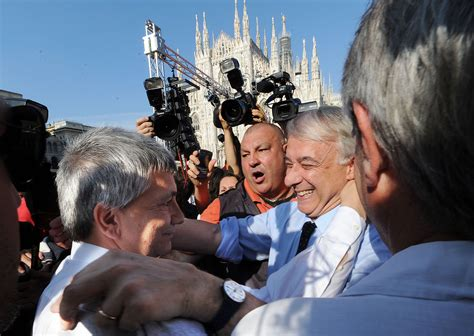 Milano vendola getta la maschera quot abbracciamo i rom e i musulmani quot