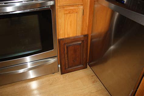 Refinishing Kitchen Cabinet Doors by Cabinet Refinishing Takes 1 5 Elisa S Ramblings