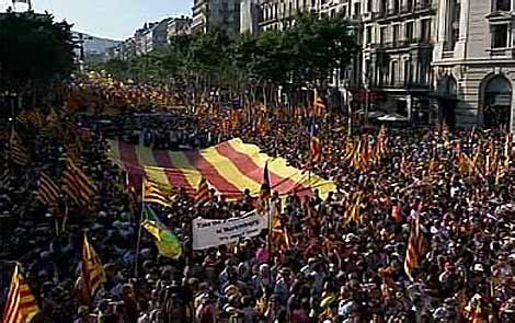 cabecera manifestacion barcelona masiva manifestaci 243 n en barcelona en apoyo al estatut y