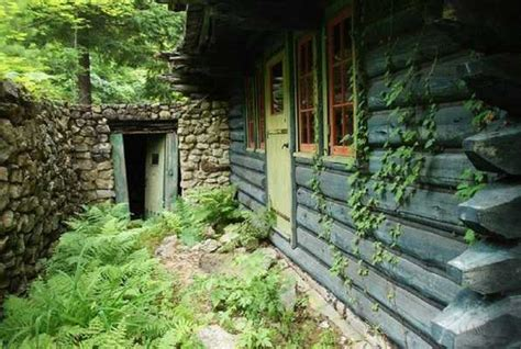 escape room cabin   woods  conundrum escape rooms