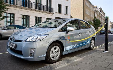 hybrid cars toyota and edf energy will test plug in hybrid vehicle
