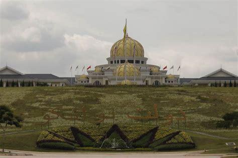 nama keraton istana raja di indonesia negeri pesona istana raja malaysia mewah banget