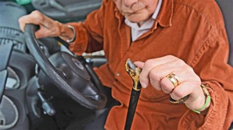 führerschein abgeben ab wann demenz wann autofahrer den f 252 hrerschein abgeben sollten