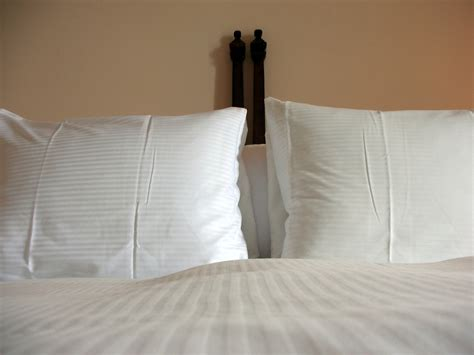 How To Choose Pillows by How To Choose The Right Pillow Matelas Bonheur S
