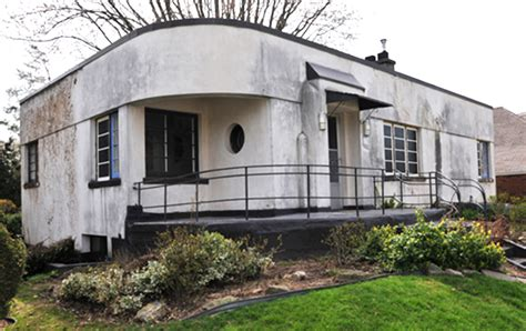 A Restored Heritage Home With Art Moderne Architecture