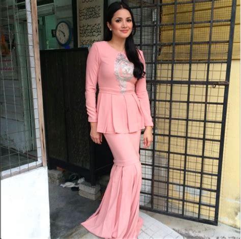 baju kurung dipakai artis 11 fesyen pilihan selebriti wanita malaysia di hari raya