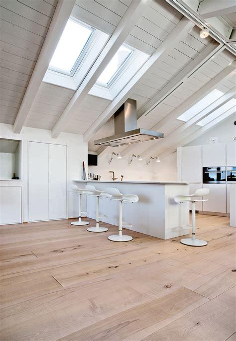 Cucine Moderne Per Mansarde by Illuminazione Mansarda Illuminare L Attico Con Luce