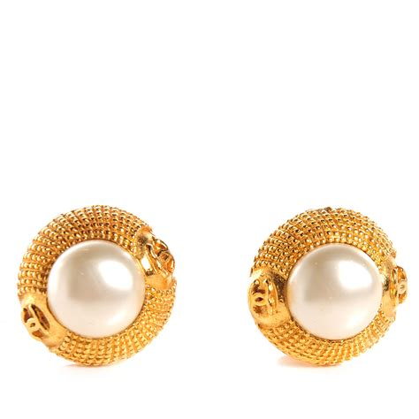 chanel vintage pearl cc clip on earrings gold 75385