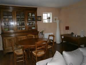 d 233 co salle a avec meubles anciens