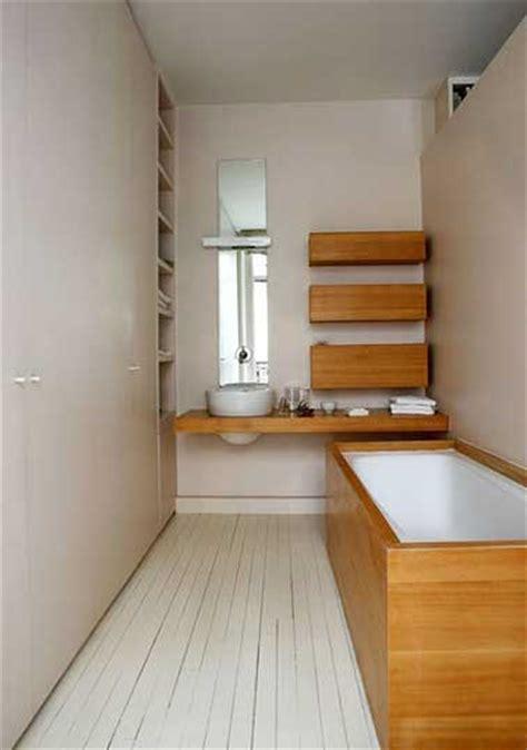 Bien Habillage Mural Salle De Bain #2: petite-salle-de-bain-couleur-habillage-baignoire-bambou.jpg