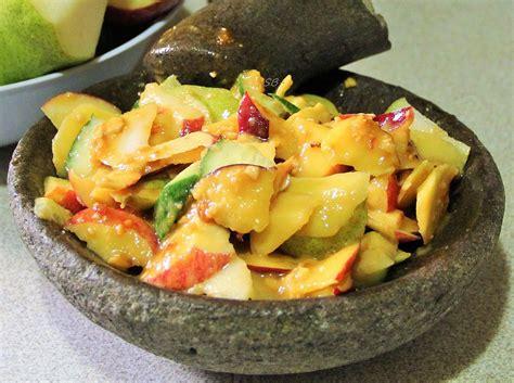 Salad Buah Segar Fruit Salad With Granola rojak