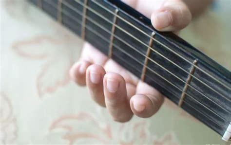 cara bermain gitar tangan kiri 9 cara belajar bermain gitar untuk pemula kunci dasar