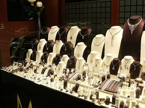 Technology has killed the classic jewelry store