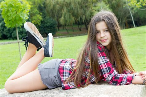 old gratis escuchar youngest girl to have twins 8 yrs old mp3 online teen girl portrait stock photo image of cute legs smile