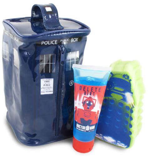 doctor who bathroom set doctor who tardis bathroom gift set merchandise guide the doctor who site