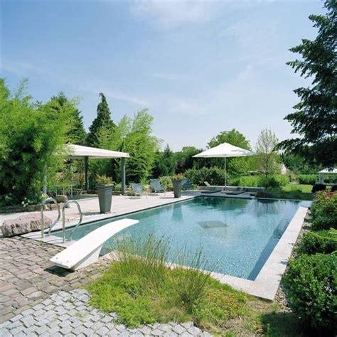 schwimmbad mit sprungbrett pool mit sprungbrett outdoor im garten gartenideen