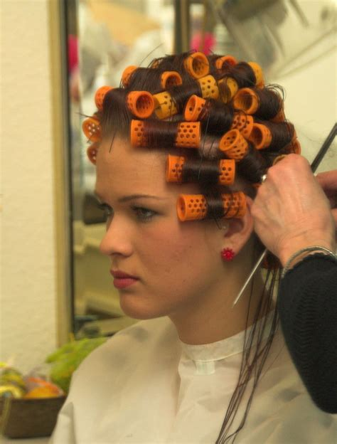 women who curls sissys hair in rollers sissy boy in hair curlers short hairstyle 2013