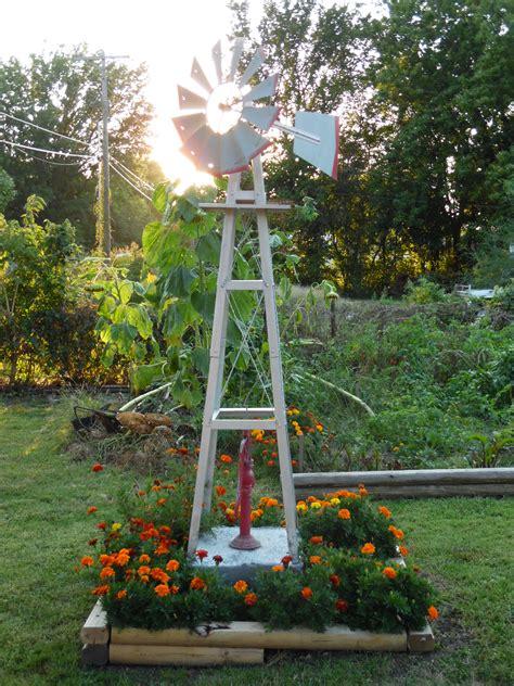Windmill Bed My Flowers And Beds Pinterest Windmill Garden Flower Windmills