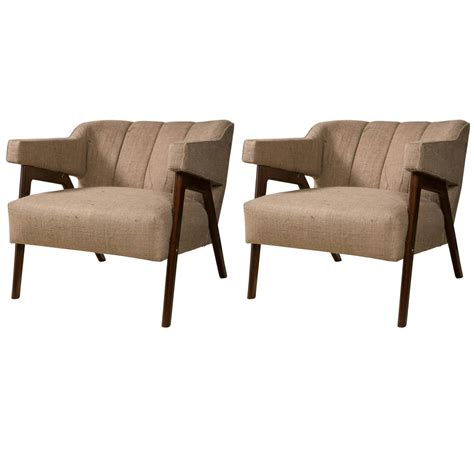 Mid Century Modern Arm Chairs by Pair Of Mid Century Modern Burlap Upholstery Arm Chairs At 1stdibs