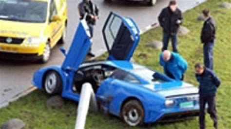 bugatti eb110 crash latest car accident of bugatti eb110 road crash