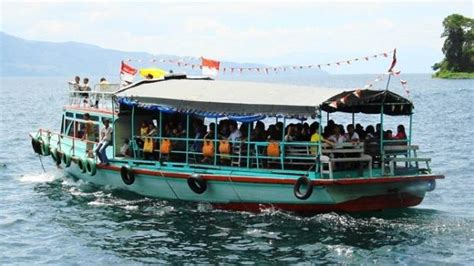ferry lake toba dozens missing after ferry sinks in indonesia s lake toba