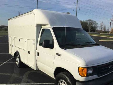 ford   super duty  ft utility service box truck