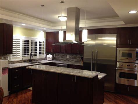 Espresso Kitchen Cabinets With Granite by Espresso Cherry C C Cabinets And Granite