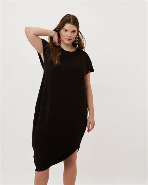 Best Dresses for Plus Size Apple Shapes