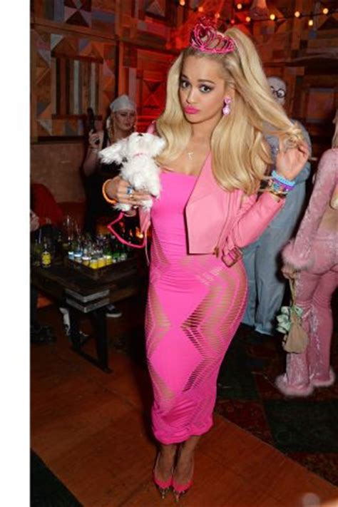 try one of these celeb inspired halloween costumes daily makeover 53 epic celebrity halloween costume ideas costumes