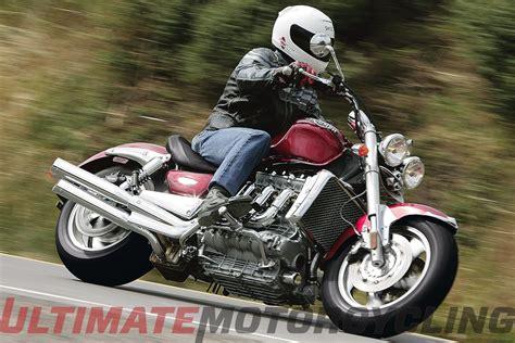 Triumph Motorrad Rocket 3 by 2005 Triumph Rocket Iii Retro Review Digging Into Archives