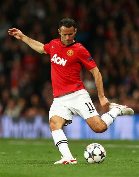 Miniatur Giggs Manchester United Soccerwe real madrid s gareth bale v manchester united fc legend giggs who really is the greatest