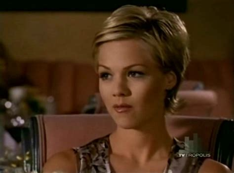 the hair on beverly beverly hills 90210 kelly taylor short hair pinterest