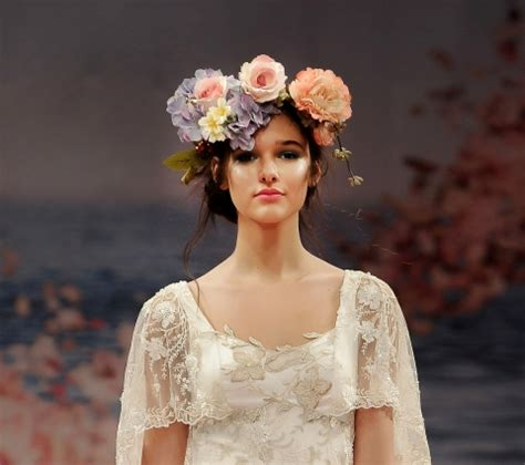 I'm in love with a Flower Headdress for Brides