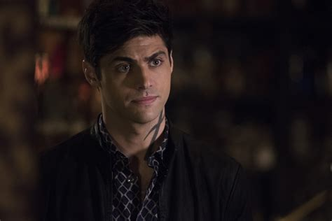 matthew daddario father shadowhunters matthew daddario on malec and lgbtq