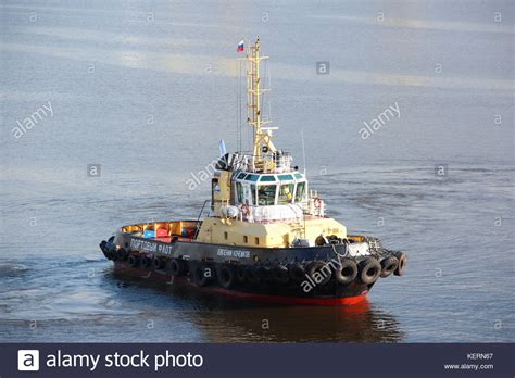 tug boat flags small tug boat stock photos small tug boat stock images